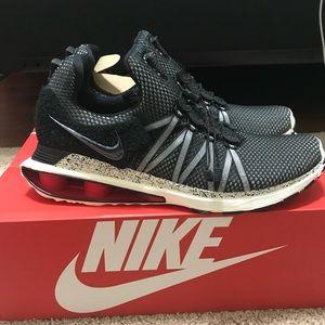 Nike Shoes - Nike shox gravity